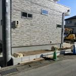 ジャリジャリ♪「防草シート・砂利敷き」と植栽スペースin大きな2つの石^^